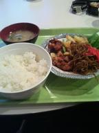 Yakisoba_karaage_teishoku_gakushoku